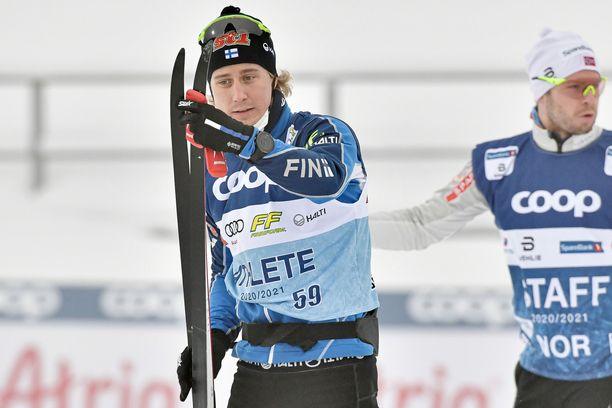 Lauri Lepistö harjoitteli perjantaina Lahden hiihtostadionin laduilla.