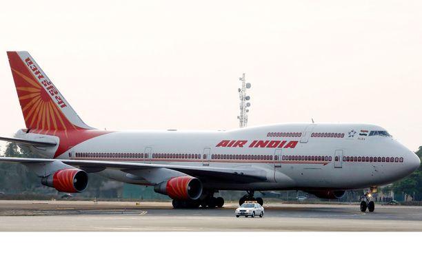 Air India joutui myrkyttämään kaksi konettaan.