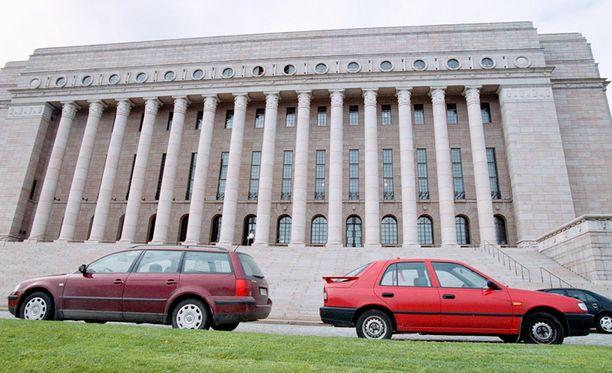 Autoveron korotus keväällä 2012 aiheutti valtion verotuloihin kymmenien miljoonien loven vuoteen 2011 verrattuna.