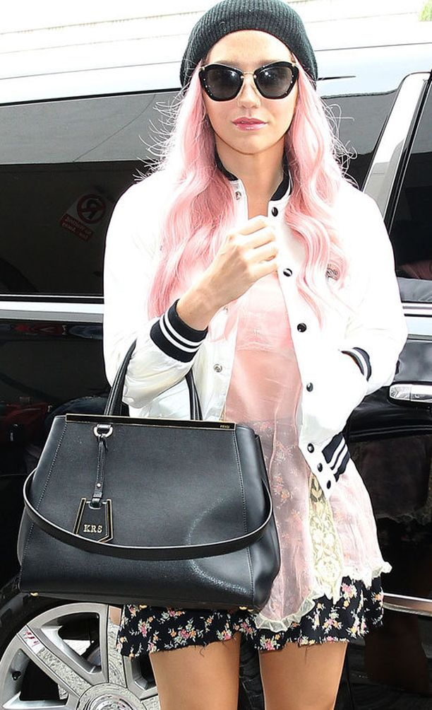 Kesha ja Fendi 2Jours Bag