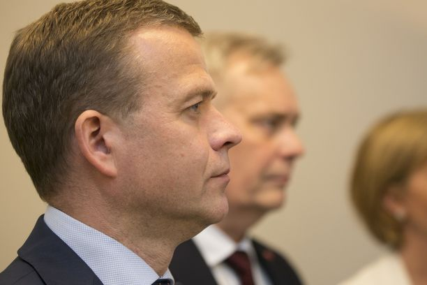 Petteri Orpo kommentoi oppositioon jääntiä Ylen A-studiossa.