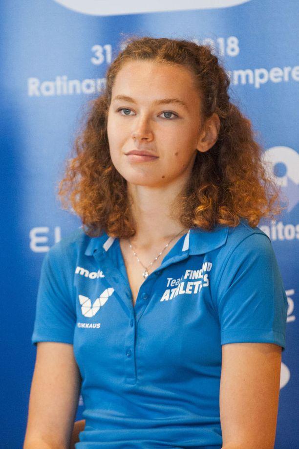 Ella Junnila aikoo naljailla viikonloppuna ruotsalaisille kilpasiskoilleen.