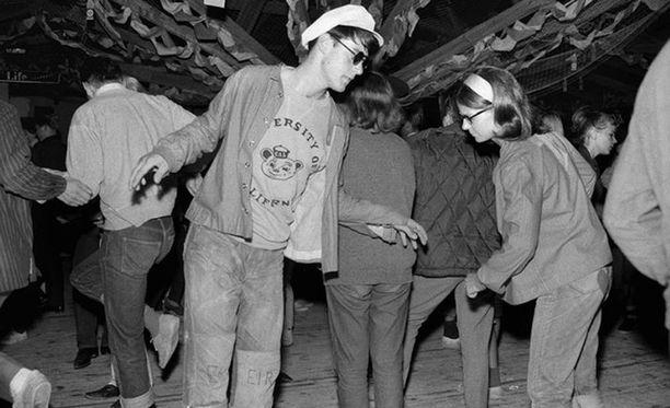 Rock ja pop alkoivat 60-luvulla kiinnostaa erityisesti kaupunkilaista nuorisoa.