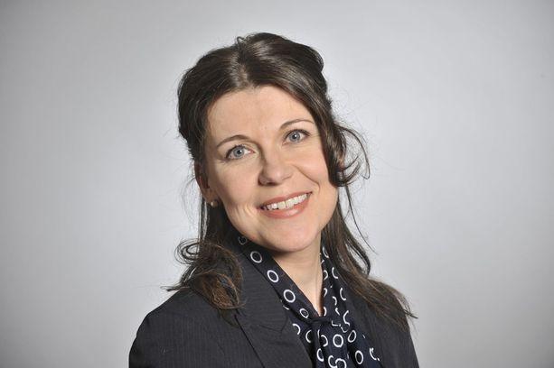 Kansanedustaja Arja Juvosen mukaan naisten urakehityksen taustalla eivät ole perhevapaat.