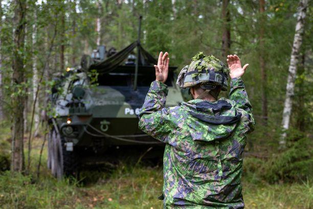 Sairastuneet varusmiehet on Puolustusvoimien mukaan sijoitettu erilleen muista. Kuvituskuva.