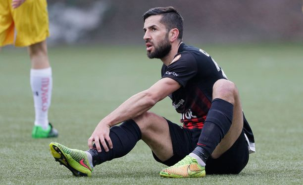 Pablo Couñago ei pelaa mutta johtaa ja omistaa.