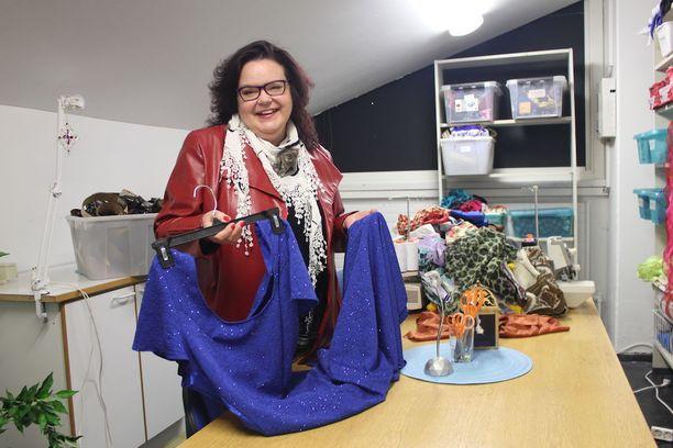 Harrastajateatterin näyttelijän ja puvustajan työt ovat olleet Tuula Laitille korvaamaton osa jaksamista.