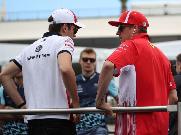 Charles Leclercin ja Kimi Räikkösen työpaikat vaihtuvat ensi kaudeksi päikseen.