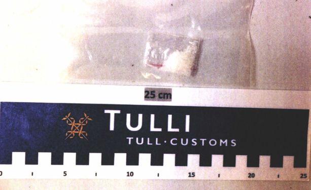 Jari Sillanpään ja hänen miesystävänsä matkatavaroista löytyi 0,5 grammaa metamfetamiinia.