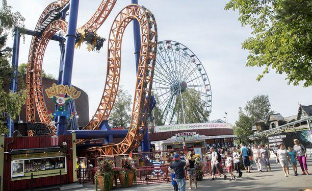 Päivä huvipuistossa voi kustantaa yli 100 euroa perheeltä.