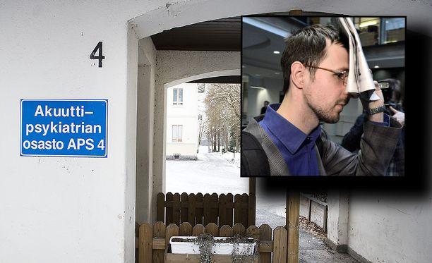 Ivan Zarianov (oik.) peitti kasvonsa valelääkärijutun oikeudenkäynnissä 2014. Mies suunnittelee nyt psykiatrista sairaalaa.