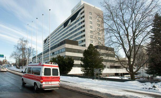 Arkistokuvassa vuodelta 2010 Turun yliopistollinen keskussairaala TYKS. Infektiontorjuntayksikössä hoidetaan parhaillaan influenssapotilaita.