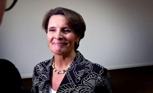 Liikenne- ja viestintäministeri Anne Berner vastasi Roope Ankalle Facebook-sivuillaan.
