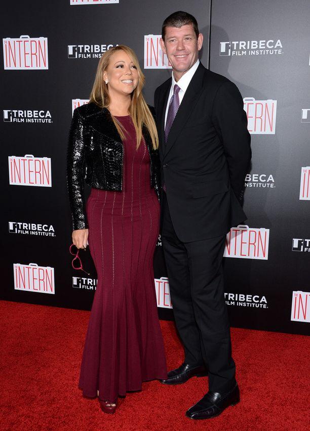 Mariah ja James The Intern -leffan punaisella matolla maanantaina.