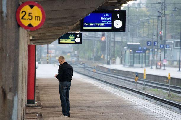 Seisaus loppuu tiiistain ja keskiviikon välisenä yönä, mutta sen vaikutukset voivat näkyä aikataulujen muutoksina junaliikenteessä vielä päiviä lakon jälkeen.