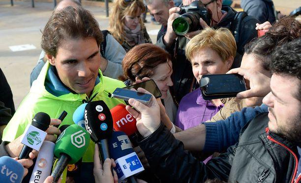Rafael Nadal joutui sairaalan edessä toimittajien piiritykseen.