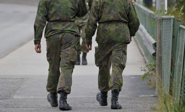 Kyselyn mukaan varusmies viihtyy armeijassa. Kuvituskuva.