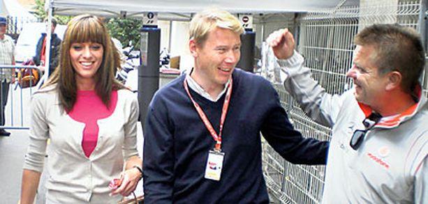 UUSI ONNI Mika Häkkinen seurustelee nykyisin tshekkiläisen Marketa Kromatovan kanssa.