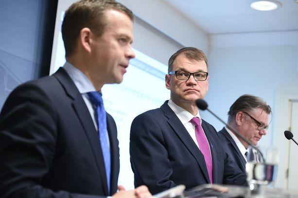 Suomalaisten luottamus hallitukseen on pohjamudissa.