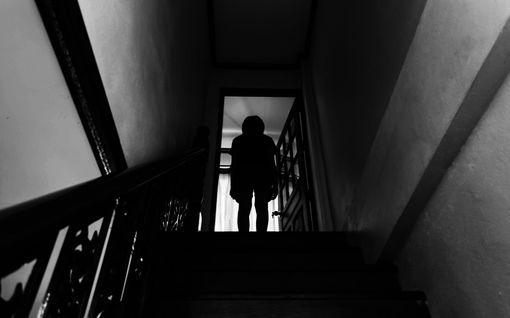 Äiti tönäisi lapsen portaista – ei saanut rangaistusta, koska oli jo tuomittu tapon yrityksestä