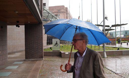 """Reilu vero ry:n asiantuntija Reijo Kostiainen esitteli torstaina Eduskunnan kansalaisinfossa kehittämänsä """"Vertailukelpoisen veroasteen"""", jonka avulla pystytään arvioimaan Suomen yhteisöveron kansainvälistä kilpailukykyä."""