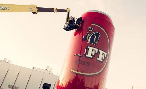 Koffin jättitölkki katosi Lahdenväylältä alkoholimainontaa koskevien lakimuutosten johdosta.