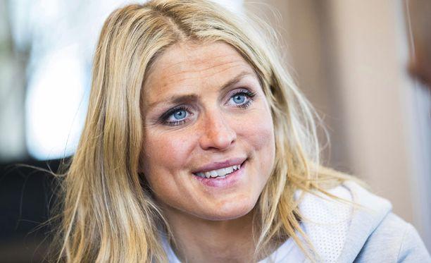 Therese Johaugin elämä hymyilee. Yrityksellä menee hyvin, ja hän on ensi kaudella taas vapaa kilpailemaan.