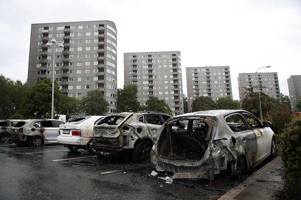 Poltettuja autoja Göteborgissa tiistaina.
