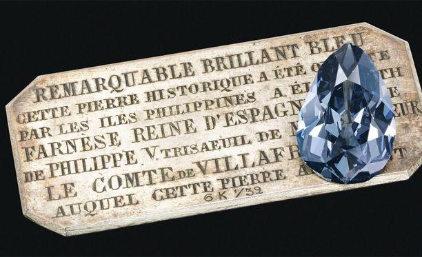 Farnesen Sininen koristi aikoinaan myös Maria Antoinetten tiaraa.