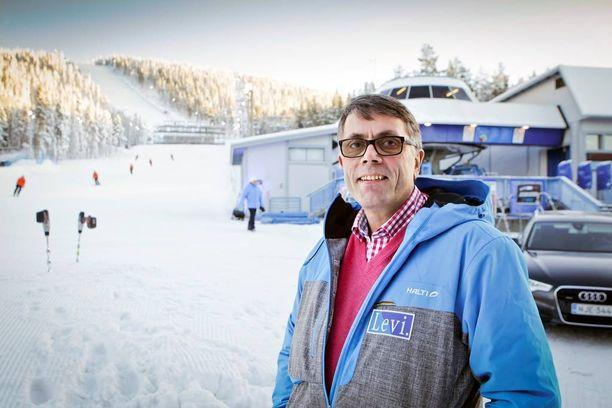 Jouni Palosaari ensin erotettiin Levi Ski Resortin toimitusjohtajan paikalta, sitten hänet palautettiin samaan hommaan.