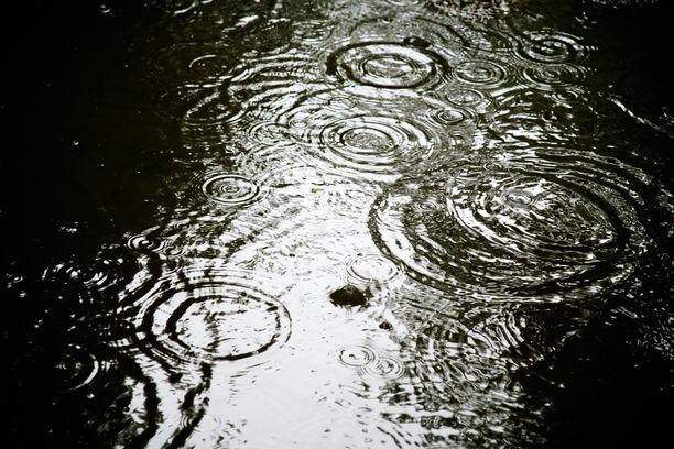 Sateet ovat aiheuttaneet päänvaivaa. Kuvituskuva.