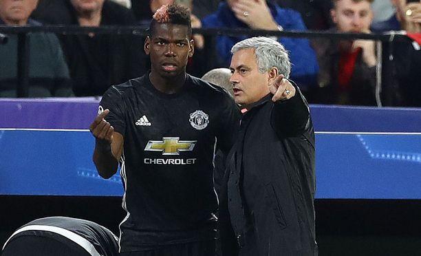 José Mourinho joutui lähettämään Paul Pogban kentälle reilun vartin pelin jälkeen.