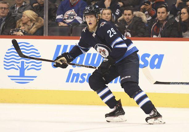 Patrik Laine on vasta 19-vuotiaana jättänyt jo monta NHL-tähteä varjoonsa.