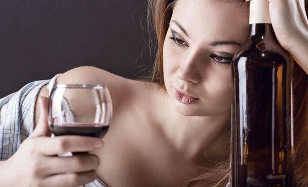 Maistuiko viini kesäiltoina liiankin usein? Vähennä juomista töiden lähestyessä päivä päivältä.