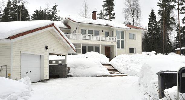 LOISTOSIJOITUS! Virpi Sarasvuon Nupurin omakotitalon arvo lähes tuplaantui kolmessa vuodessa. Tällä hetkellä Sarasvuot asuvat Kauniaisissa Jarin ja hänen ex-vaimonsa yhteisessä kodissa.