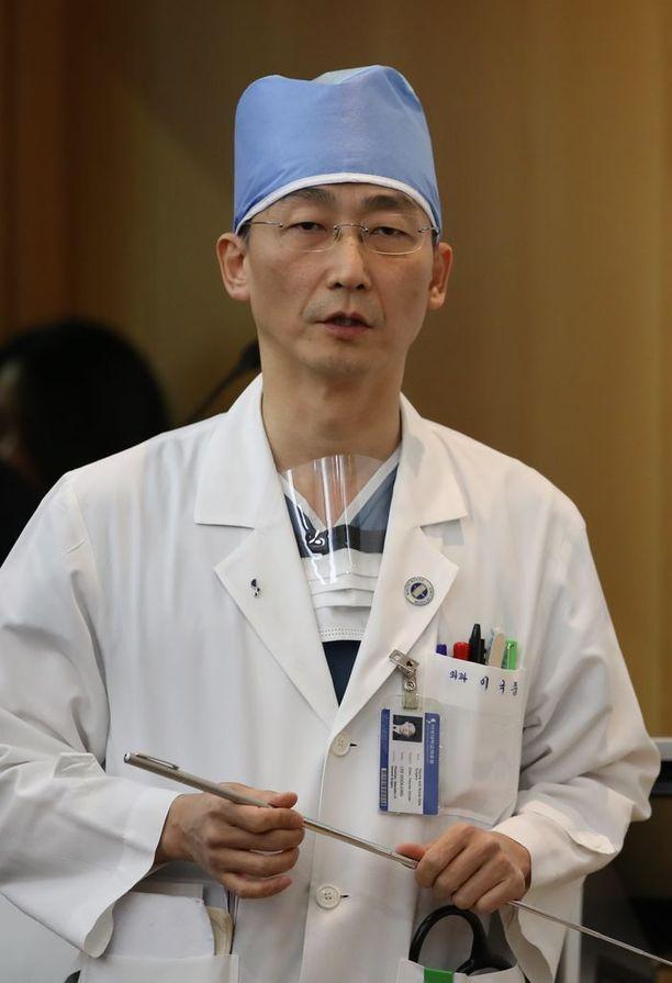 Lee Cook-jong työskentelee kirurgina Ajou yliopistollisessa sairaalassa.