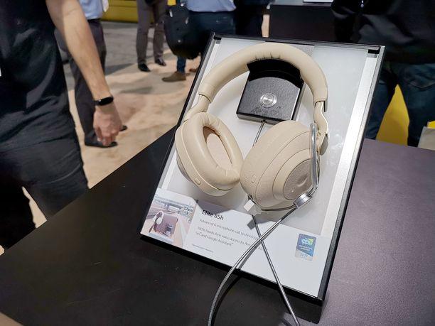 Elite 85H -kuulokkeet vaalealla värityksellä.