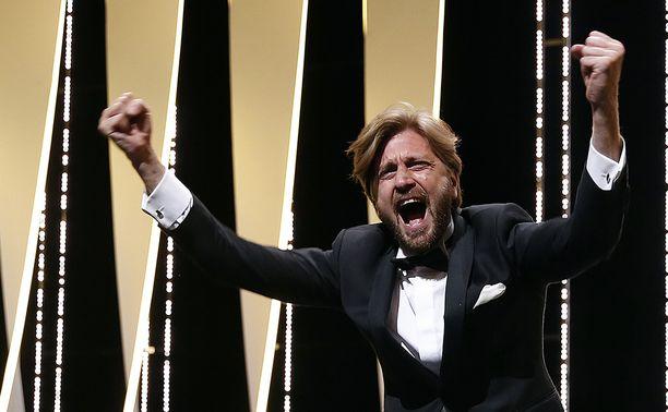 Ruben Östlund ohjasi Kultaisen palmun arvoisen elokuvan.