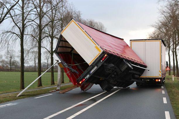 Myrskyn seuraus Hollannin Kampenissa.