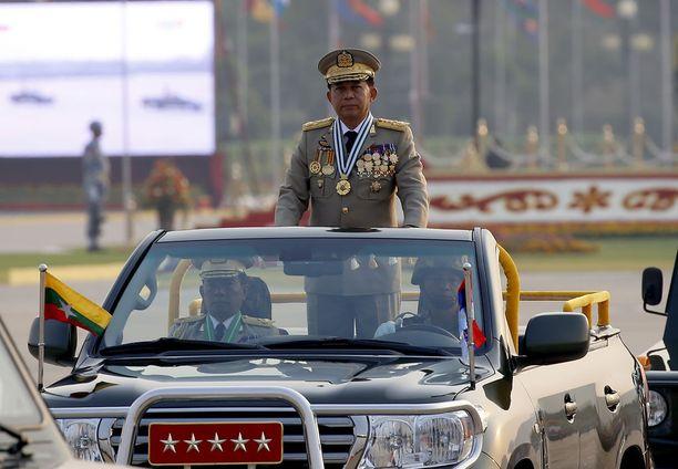 Min Aung Hlaing, Myanmarin armeijan ylipäällikkö pitää hallussaan absoluuttista valtaa maan asevoimiin.