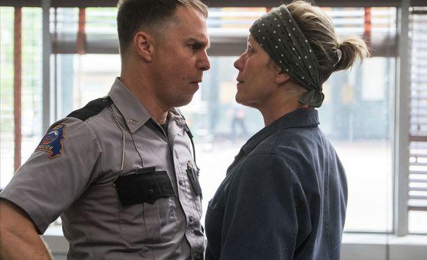 Kaksi parasta? Sam Rockwellin ja Frances McDormandin veikkaillaan voittavan parhaan miessivuosan ja parhaan naispääosan Oscarit realistisilla ja elämänkolhimilla roolisuorituksillaan elokuvassa Three Billboards Outside Ebbing, Missouri.