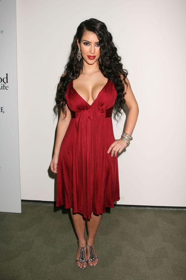 Näin Kim Kardashian laittautui ensi-iltaan vuonna 2007.