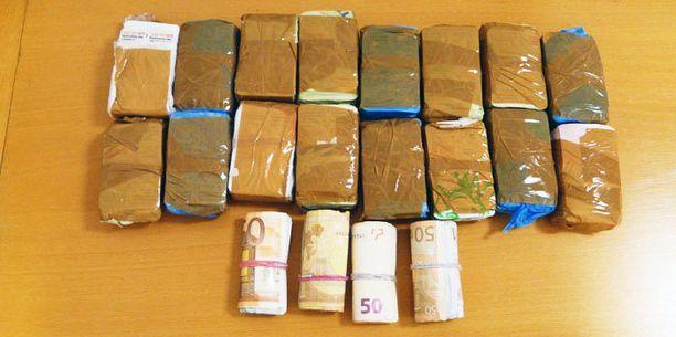 Poliisi takavarikoi hotellista Subutex-tabletteja ja käteistä rahaa.