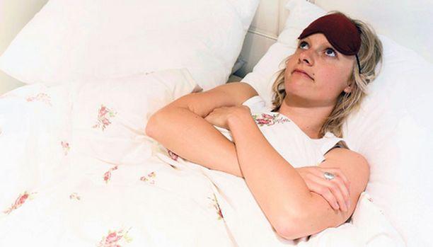 Ihmisen hermoston rakennekin vaikuttaa unen saantiin. Ne, jotka ovat herkkiä valo- ja kuuloaistimuksille, heräilevät helpommin erilaisiin ärsykkeisiin eli esimerkiksi juuri valon lisääntymiseen.