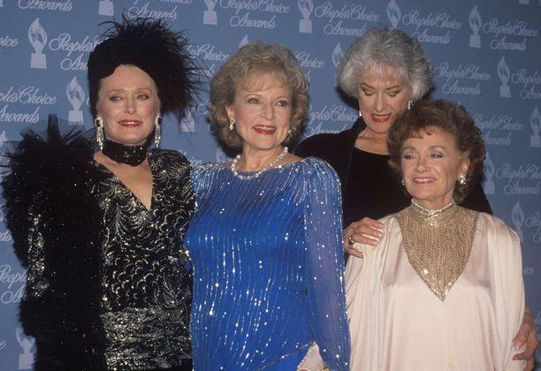 Tyttökullat-sarjan muiden tähtien kanssa vuonna 1990.