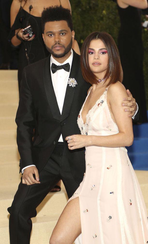 Selena Gomez on poistanut lähes kaikki yhteiskuvat entisen miesystävänsä kanssa sosiaalisesta mediasta.