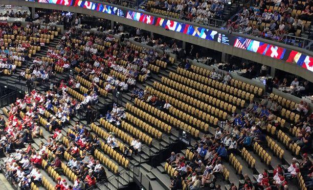Suomen ja Korean ottelussa on runsaasti tyhjiä paikkoja.