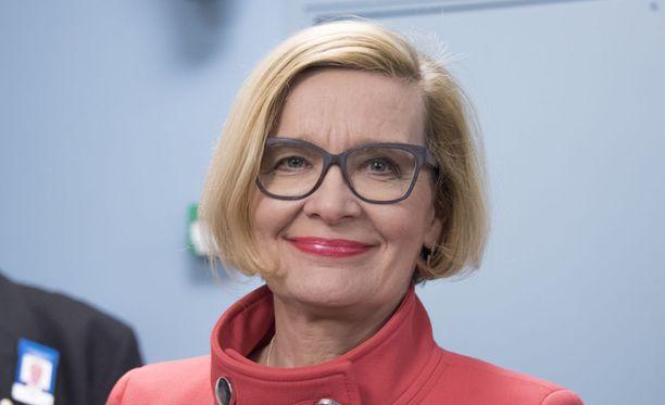 Lännen Median mukaan kokoomuksen sote-neuvottelija Paula Risikko esittää maakuntalain käsittelyä on keskeytettäväksi, jos valinnanvapausmalliin on tehtävä muutoksia perustuslakivaliokunnan lausunnon seurauksena.