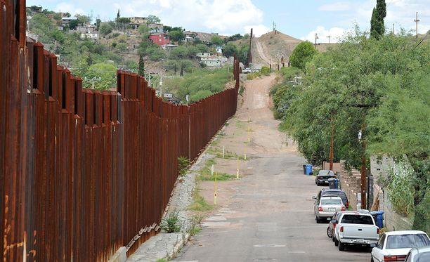 Meksikon ja USA:n välinen raja on pituudeltaan 3 100 kilometriä ja osa rajasta on jo aidattu.