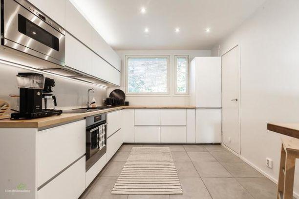 Oululaiskodin keittiössä näkyy viimeisimmät trendit niin muotoilussa kuin värivalinnassa.